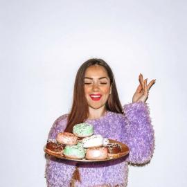 """I tiny donuts @cuorenerofficial, snack irrinunciabile per qualsiasi influencer e food blogger! Abbiamo chiesto a Valentina di inviarci il suo parere ed eccolo qui ⬇️  """"Queste deliziose ciambelline sono al forno e non fritte! I gusti sono cioccolato, vaniglia, pistacchio e fragola. Ve l'ho già detto che sono buonissime e senza glutine!? 🥰""""  Grazie @nicotra_valentina 🍩   #foodblogger #candy #donuts #cuorenero #donutscuorenero #lifestyle #foodphotography #instamoment #sweet #chocolate #pistacchio #fragola #vaniglia #sugar #girlpower #picoftheday #photography"""